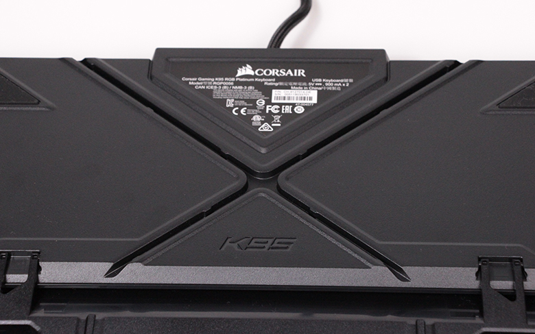 Corsair K95 RGB Platinum - Kabelkanal